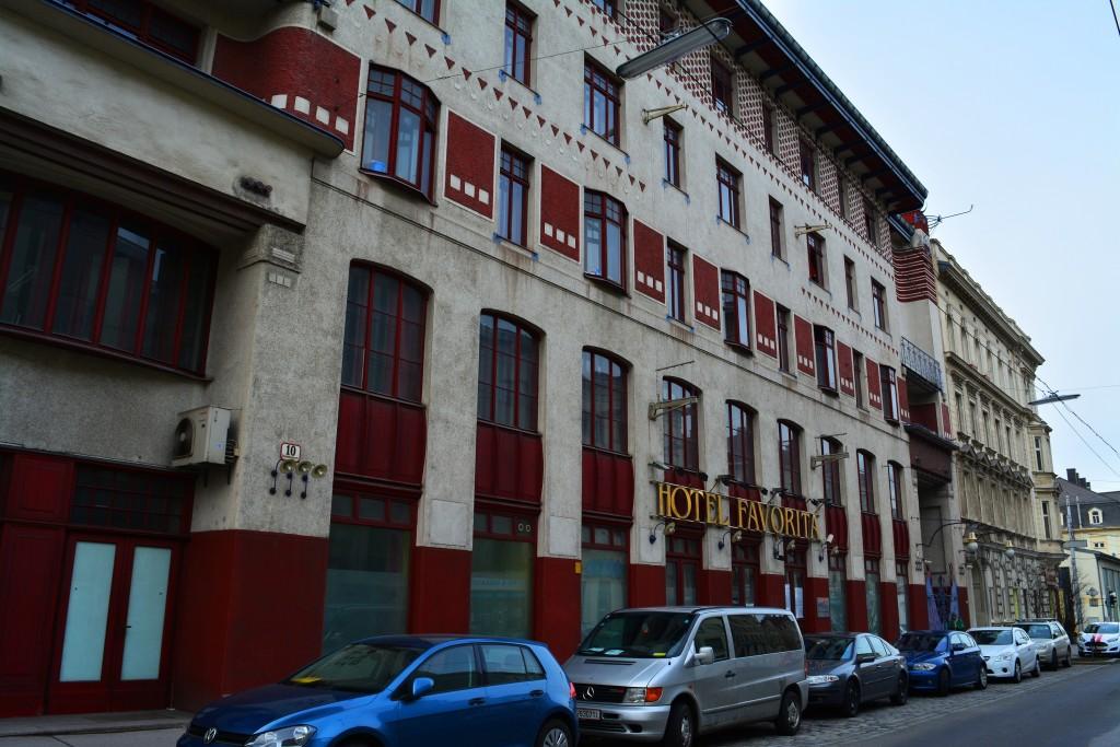 Arbeiterheim Favoriten, Vorderansicht von der Laxemburger Straße